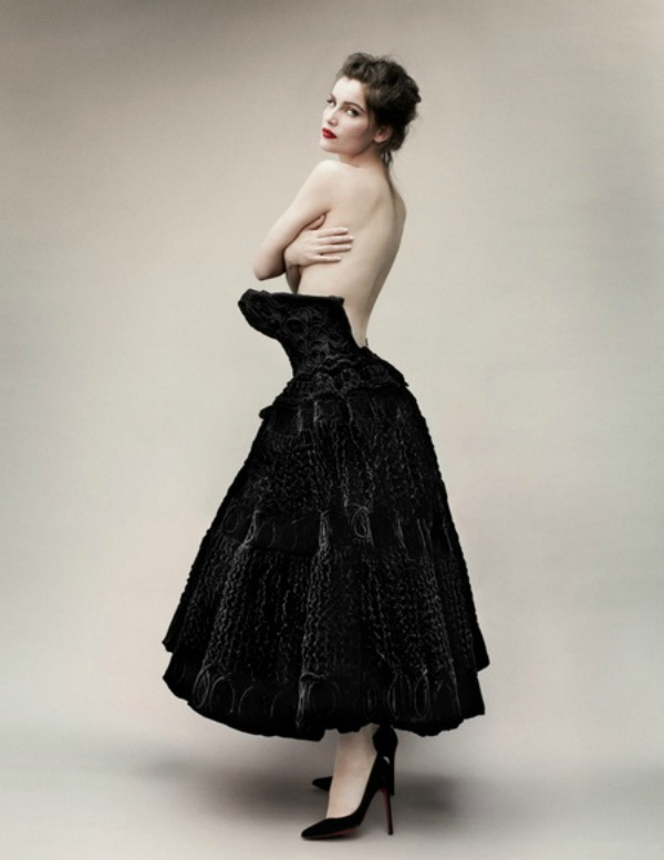 "Laetitia Casta by Mario Testino for Vogue Paris May 2012 9 ""Vogue Paris"": Laetitia Casta zrači seksepilom"