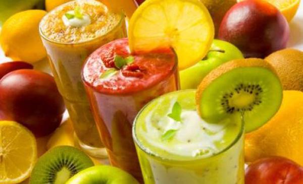 Slika 2 Ka asti sokovi su idealno re enje plus su ukusni i brzo se pripremaju Prolećna detoksikacija