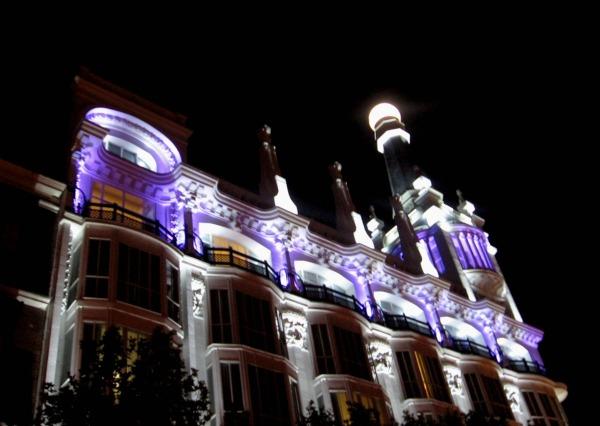 Slika211 Trk na trg: Plaza de Santa Ana, Madrid