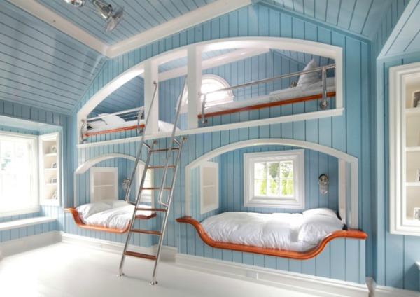 blue white bedroom bunks Kreveti na sprat: Komfor i trend