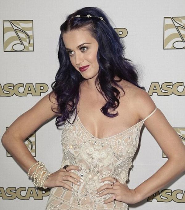 katty1 Trach Up: Katy Perry režira skandal