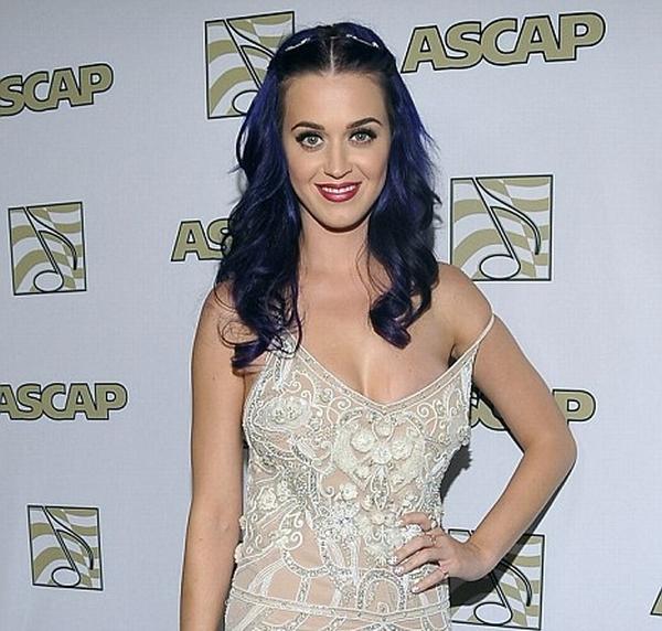 katy2 Trach Up: Katy Perry režira skandal