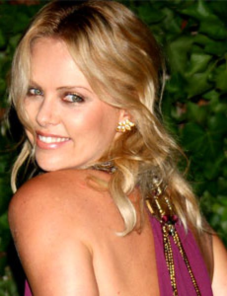 Trach Up: Seksi video Charlize Theron