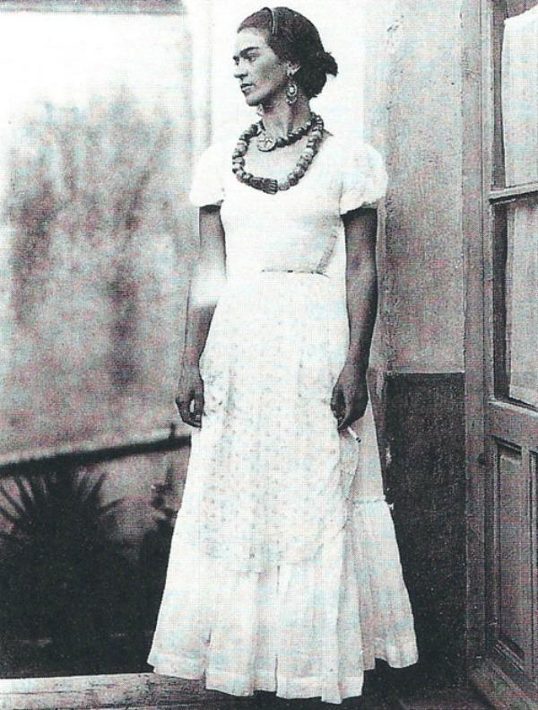 slika118 Frida Kahlo: Prva modna blogerka na platnu