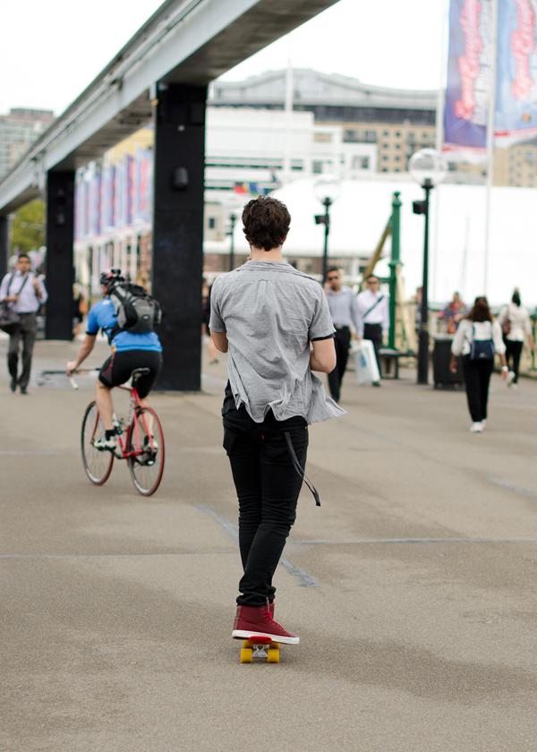 tumblr m16g89Z9QY1qbzysn Street Style: Zgodni momci šetaju ulicom
