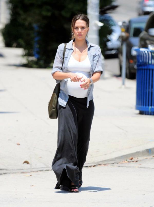 106 Street Style: Jessica Alba