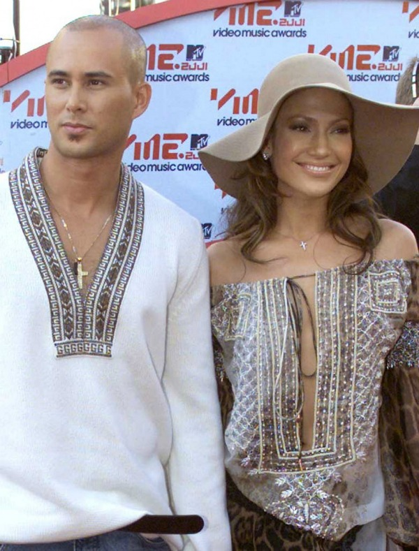 "133100 actress singer jennifer lopez and her then husband cris judd The Best of Pop: Jennifer Lopez ""Love Don't Cost A Thing"""