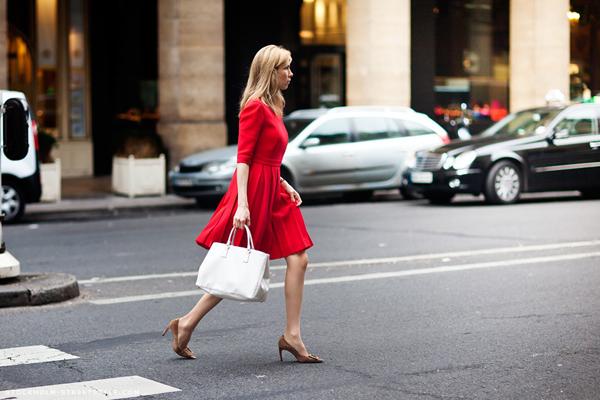 236687 980 Street Style: Dame šetaju ulicom