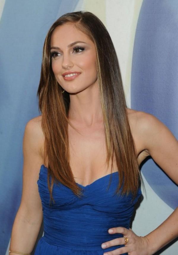 4. Ravna kosa je i dalje IN Najefektnije maturske frizure