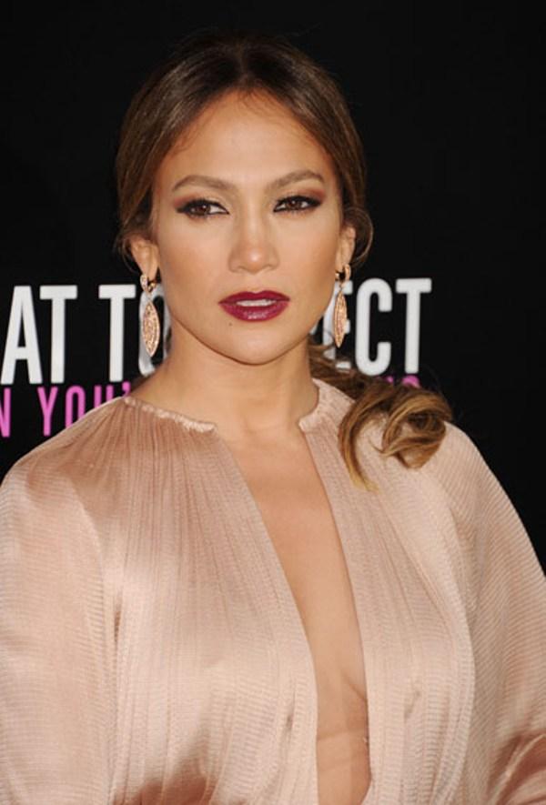 5. Mislimo da je za Jennifer Lopez bolje da se drzi svetlijih ruzeva Beauty trend: Tamnije usne