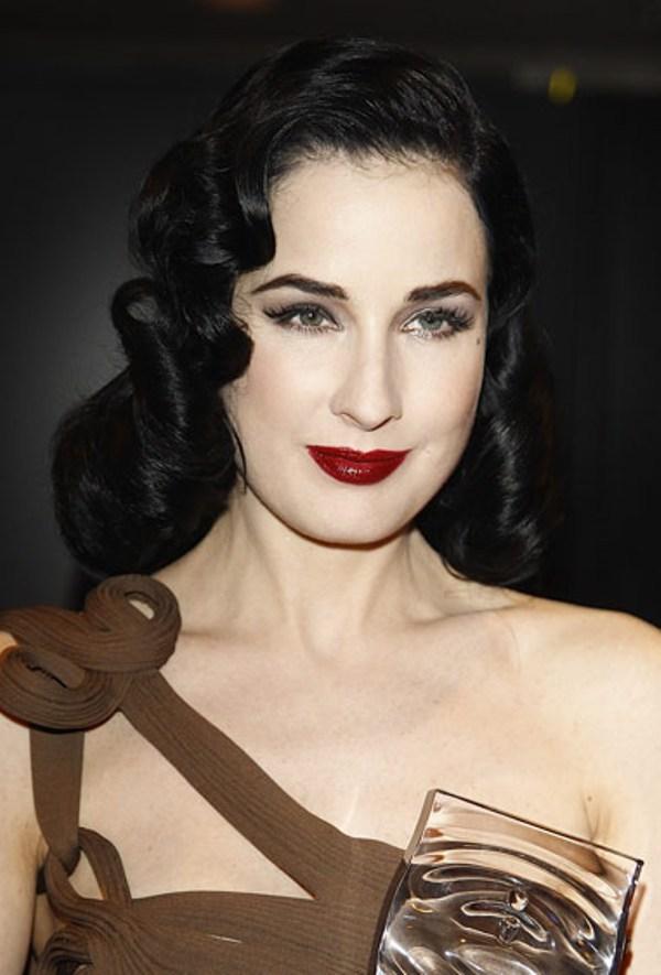 6. Dita je oduvek nosila ovaj trend napokon je doslo i njenih pet minuta Beauty trend: Tamnije usne