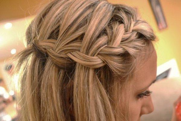 6. Pletenica je postala izuzetno moderna Najefektnije maturske frizure