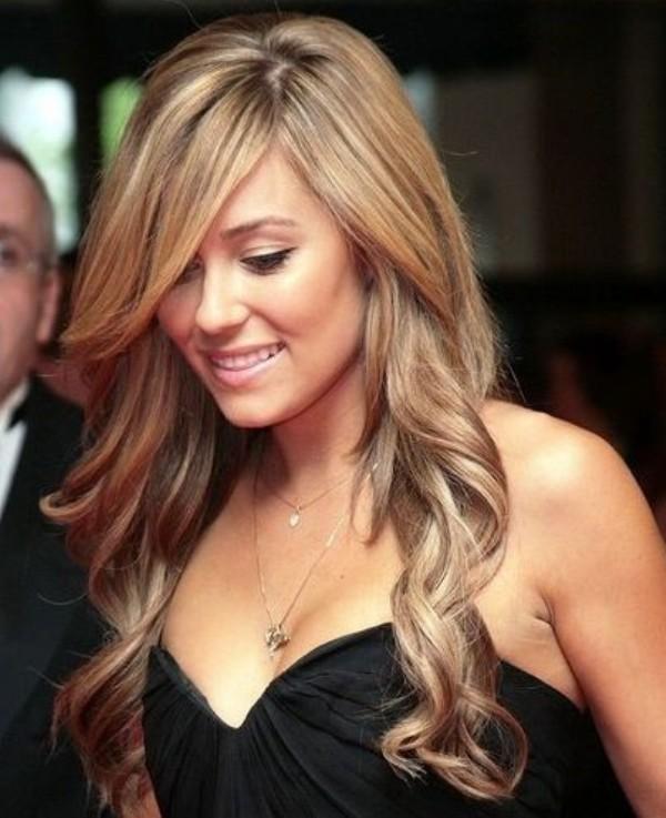 7. Uvijeni krajevi izgledaju romanti no Najefektnije maturske frizure
