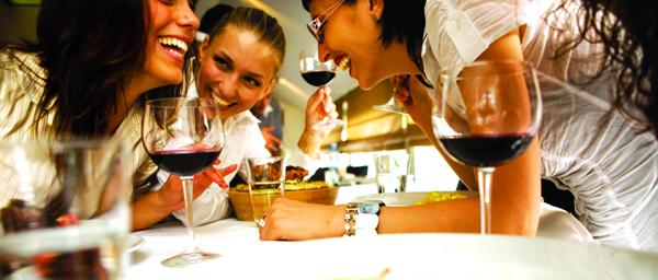 Slika 2 Vise se posvetite prijateljima izvor photo www.clubcorp.com  Pet koraka do aktivnijeg društvenog života