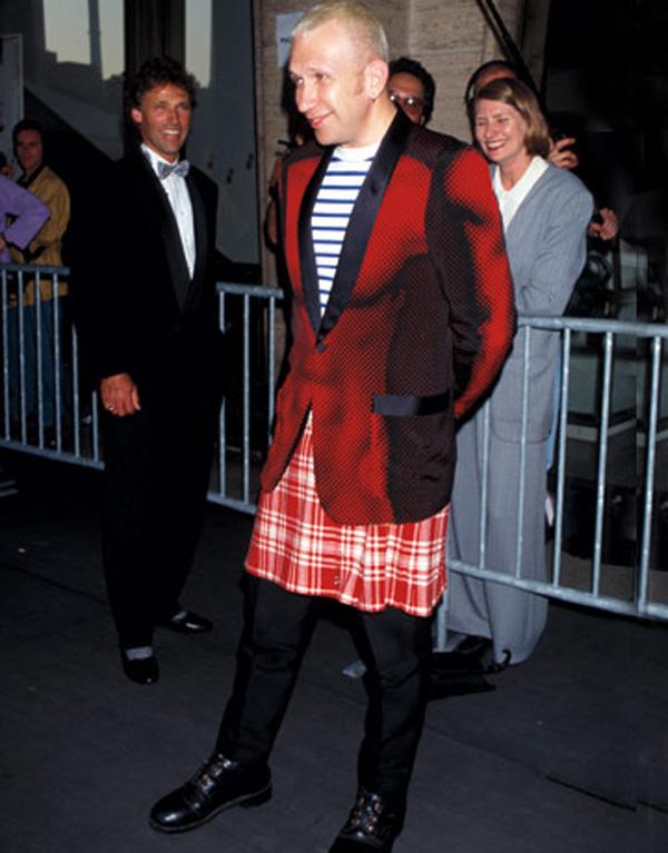 Slika 348 Modni zalogaj: Jean Paul Gaultier ne zna da se obuče!