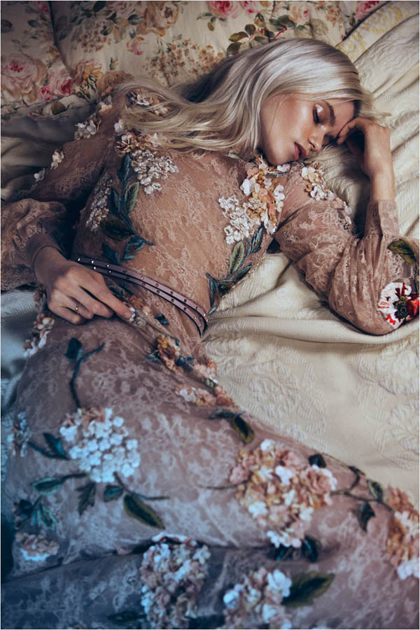 Slika 510 Vogue China: Abbey, romantika i cveće