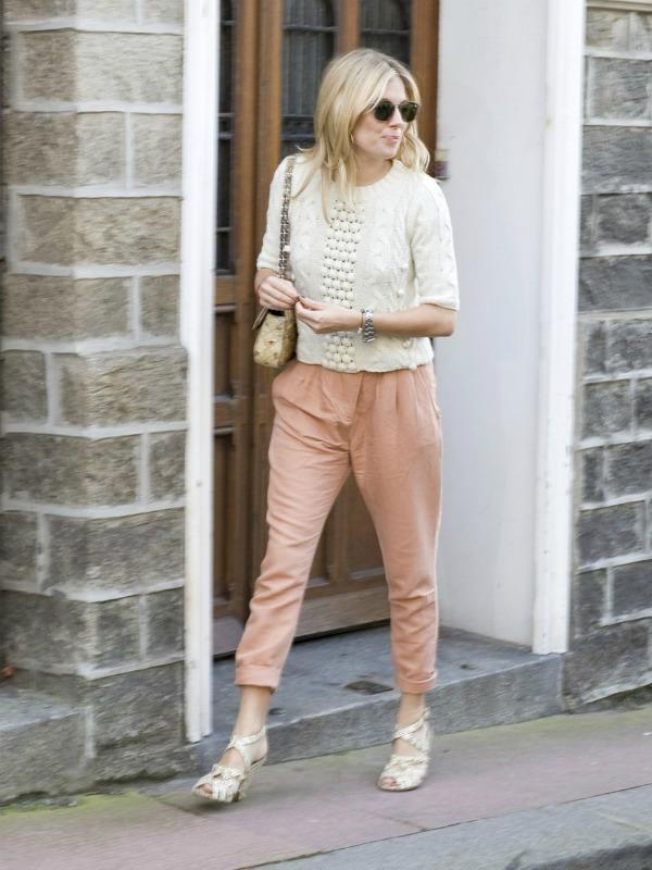 sienna miller white knit salmo Stil dana: Sienna Miller