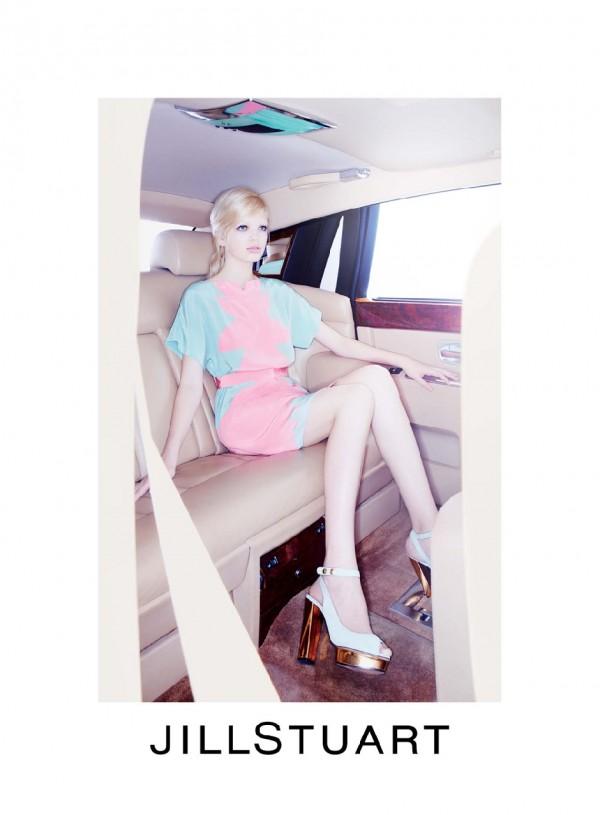249 Jill Stuart: Vožnja u pastelnim bojama