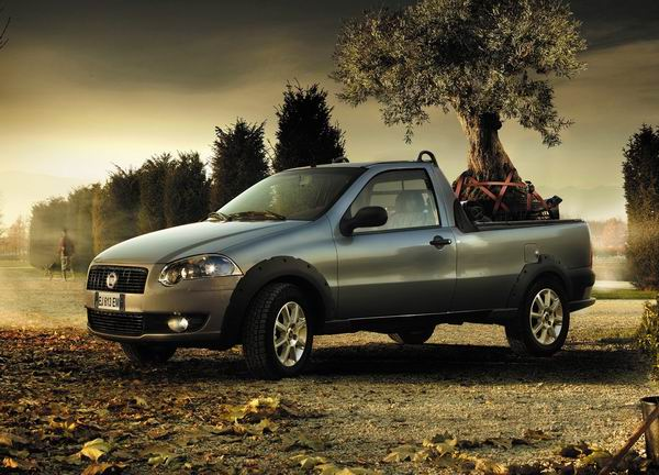 Fiat Strada 2013 200km/h: Britanska kraljica, trkačka zmija, kamionet i dirljivi Subaru