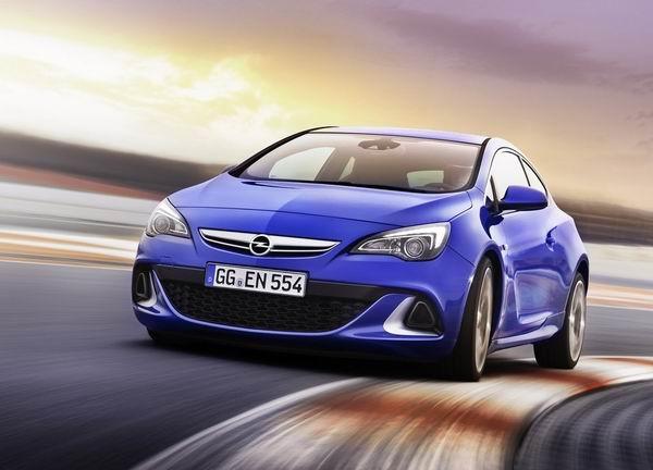 Opel Astra OPC 2013 200km/h: Astra, Corsa, Beckham i krofne