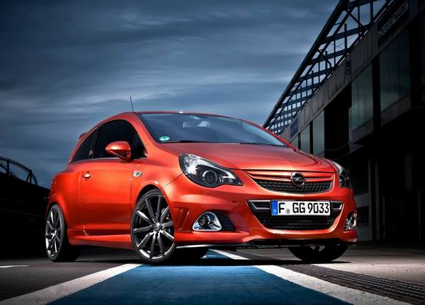 Opel Corsa OPC Nurburgring Edition 2011 200km/h: Astra, Corsa, Beckham i krofne