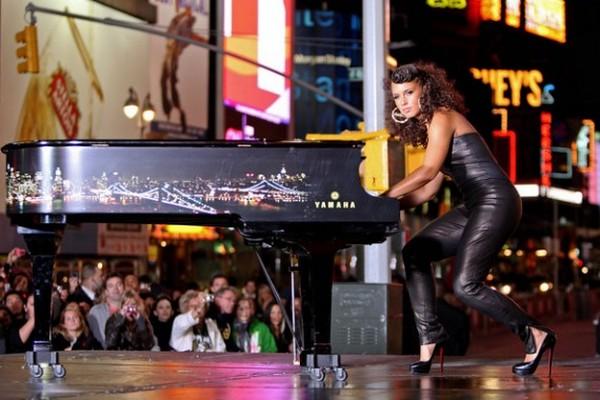 "Slika 1 Alicia Keys The Best of RnB: Alicia Keys ""Empire State of Mind (Part II) Broken Down"""