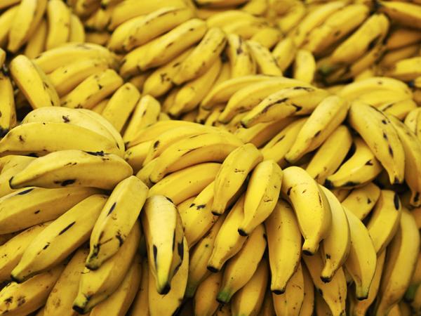 Slika 3 banane Pet namirnica za dobro raspoloženje