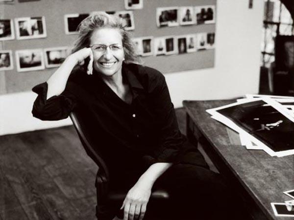 Slika 5 Eni Libovic u profesionalnom ambijentu Stil moćnih ljudi: Život kroz objektiv Annie Leibovitz