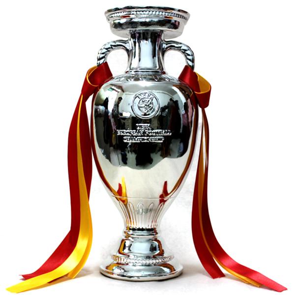 Trofej EURO 2012: Za petama crvene furije