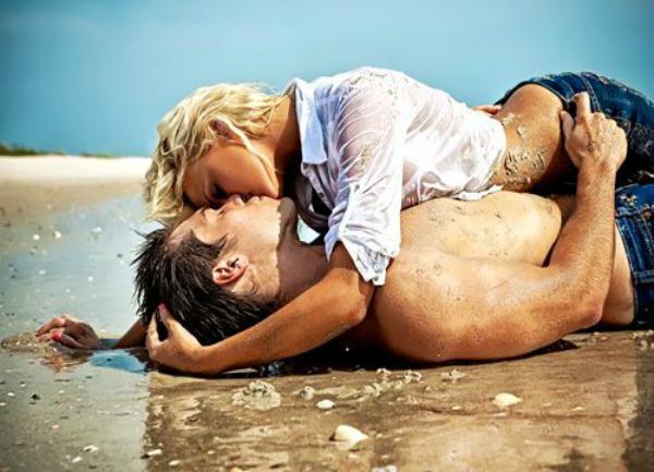 beach blonde couple kiss kissing Favim.com 414348 large Ono nešto zvano ljubav na prvi pogled