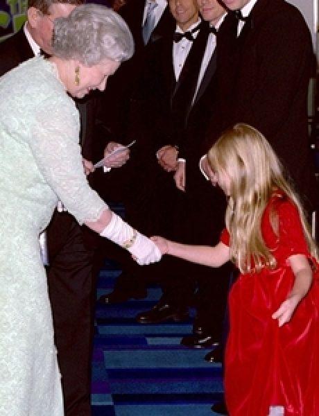 Kraljica Elizabeta upoznaje Hollywood