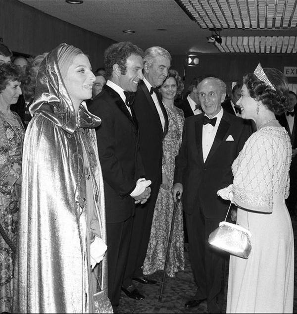 slika115 Kraljica Elizabeta upoznaje Hollywood