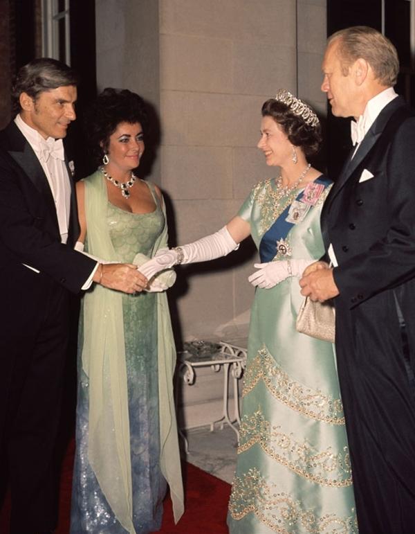 slika121 Kraljica Elizabeta upoznaje Hollywood