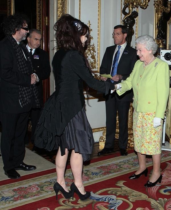 slika312 Kraljica Elizabeta upoznaje Hollywood