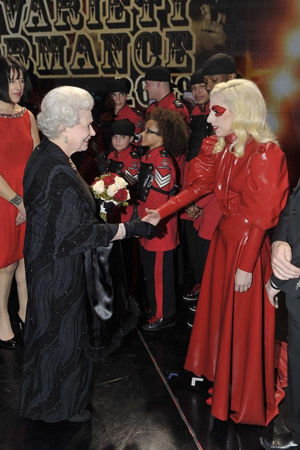 slika412 Kraljica Elizabeta upoznaje Hollywood
