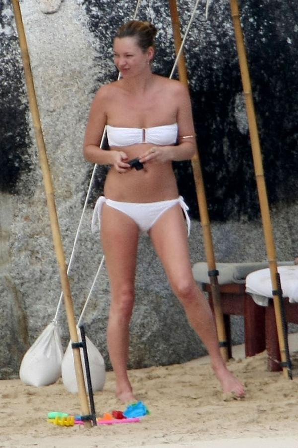 slika438 Zvezde u bikinijima