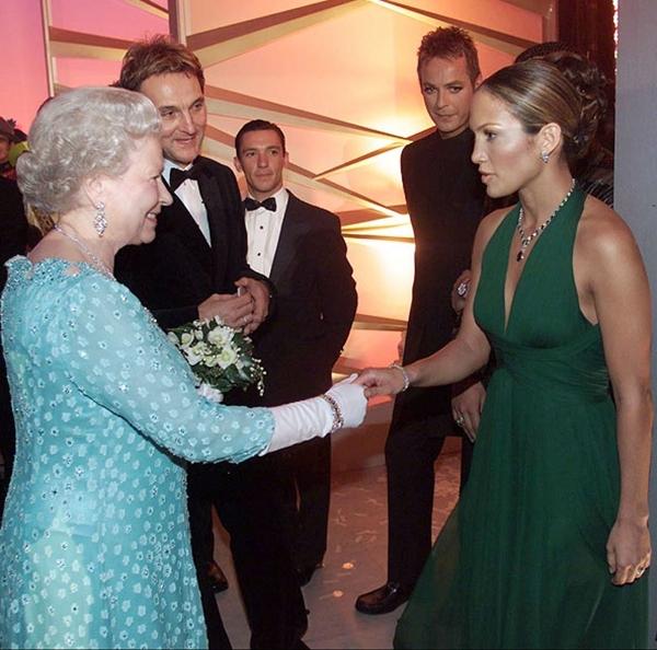 slika94 Kraljica Elizabeta upoznaje Hollywood