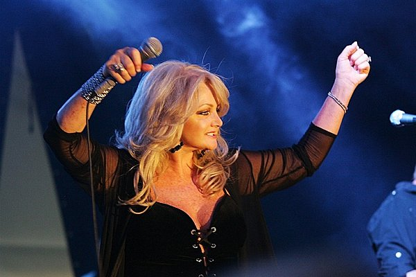 17 780 520 0 0 0 0 5 0 8 120105jf The Best of Pop: Bonnie Tyler Holding Out for a Hero