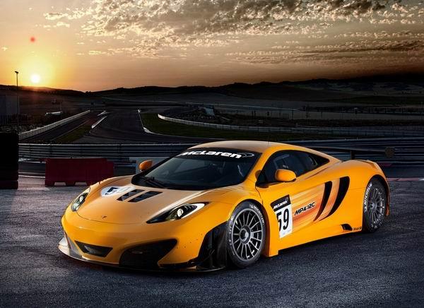 McLaren MP4 12C GT3 2011 200km/h: Affleck, beskrajni auto, trkački McLaren i čovek automobil