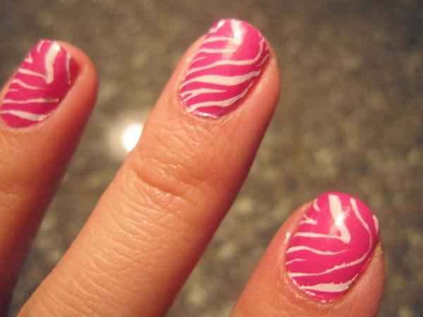 Slika 253 Uradi sama: Zebrine pruge na noktima