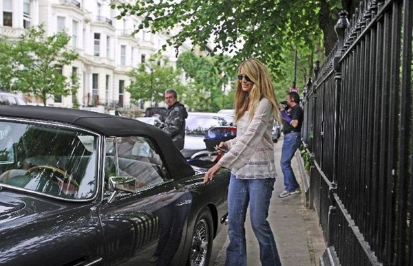 Slika131 200km/h: Bondova devojka, luksuzni Lexus, štelovani Schnitzer i ljupka starica
