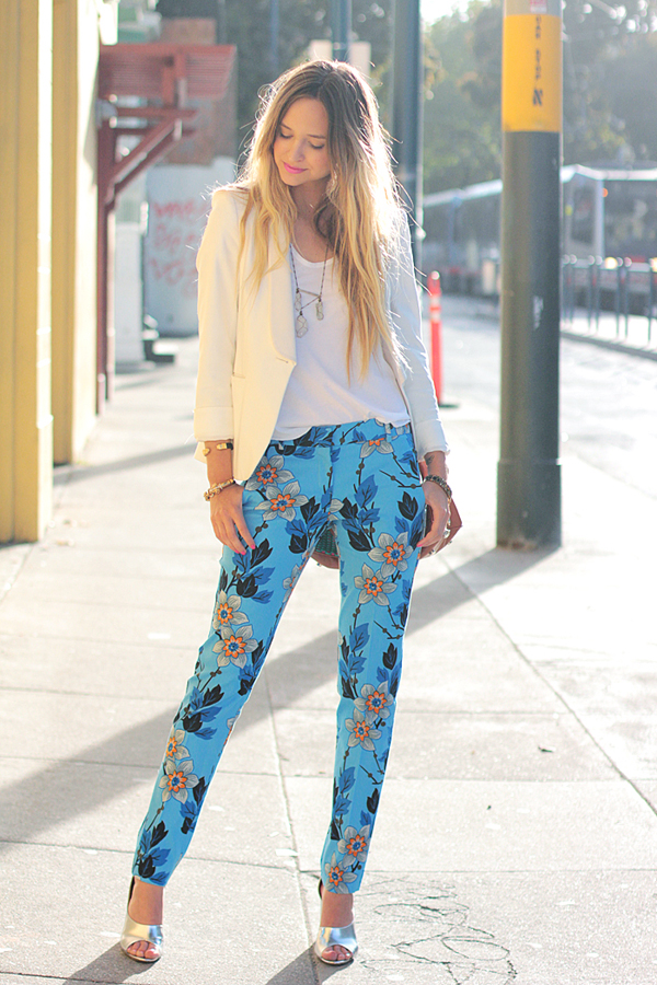 Theory floral pants4 Must have sezone: Pantalone sa printom