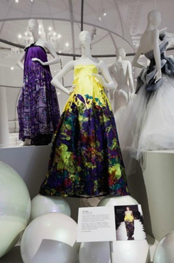 foto111 London: Izložba balskih haljina u muzeju Victoria i Albert