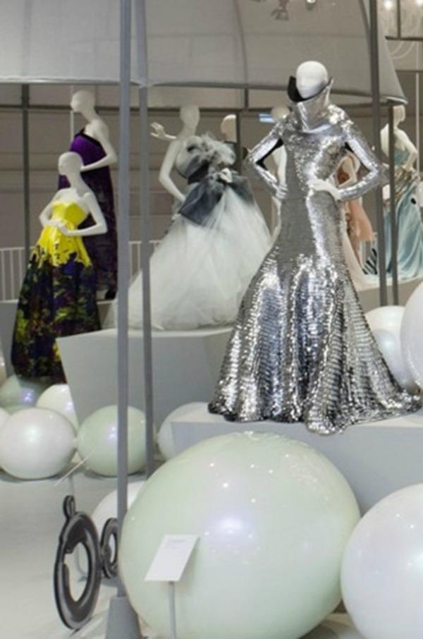 foto13 London: Izložba balskih haljina u muzeju Victoria i Albert