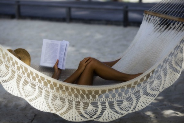 foto2 Anketa: Savršena knjiga za julsko izležavanje na plaži