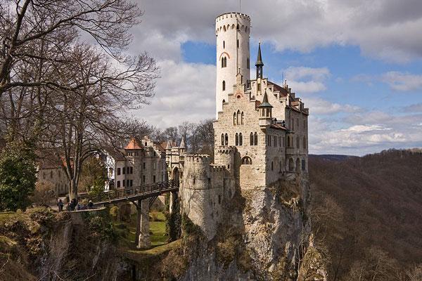 foto6 lichtenstein Deset prelepih zgrada inspirisanih poznatim knjigama