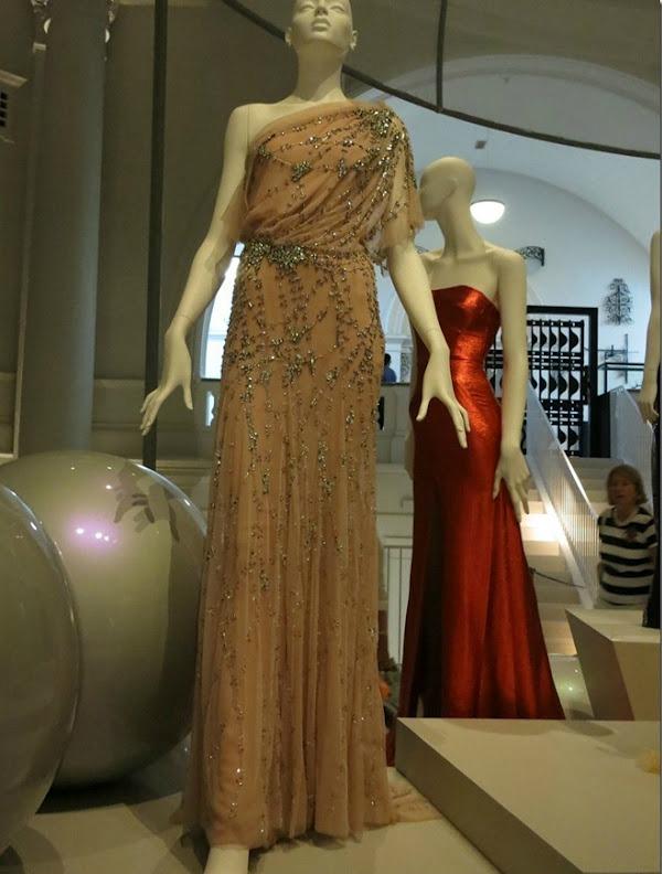 foto81 London: Izložba balskih haljina u muzeju Victoria i Albert