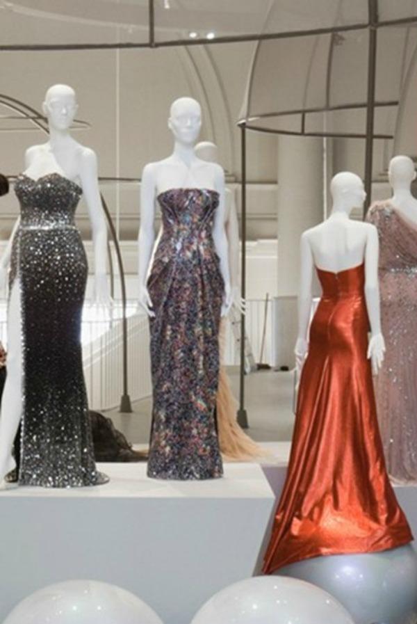 foto91 London: Izložba balskih haljina u muzeju Victoria i Albert
