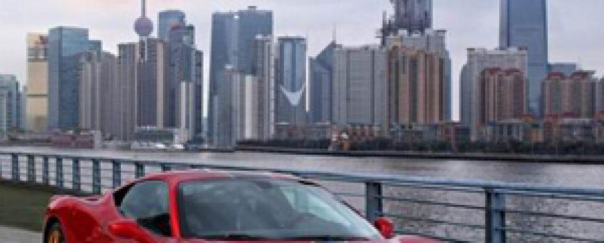 200km/h: Autić Nicki Minaj, Peugeot 301, trkački Ferrari i Mercedes M