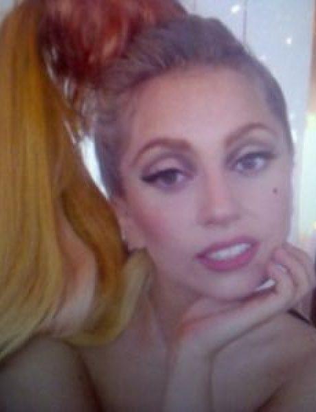 Trach Up: Lady Gaga gola na fotelji